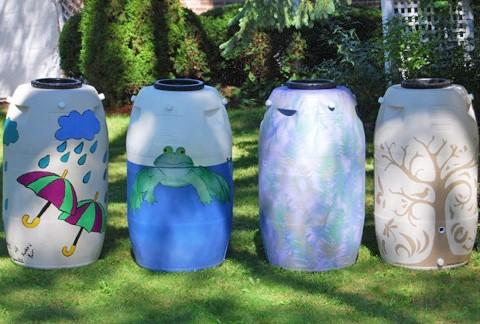 Примеры отделки пластиковых бочек